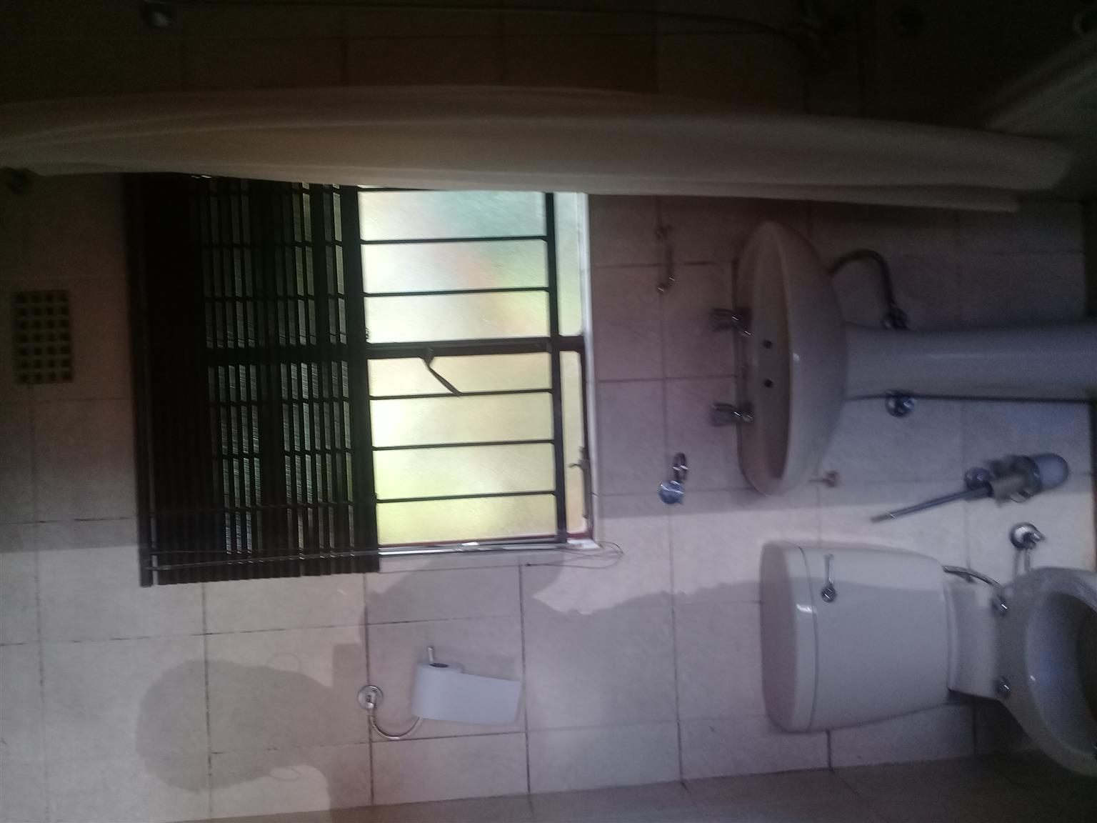 Rooms/ house in Vosloorus ext26