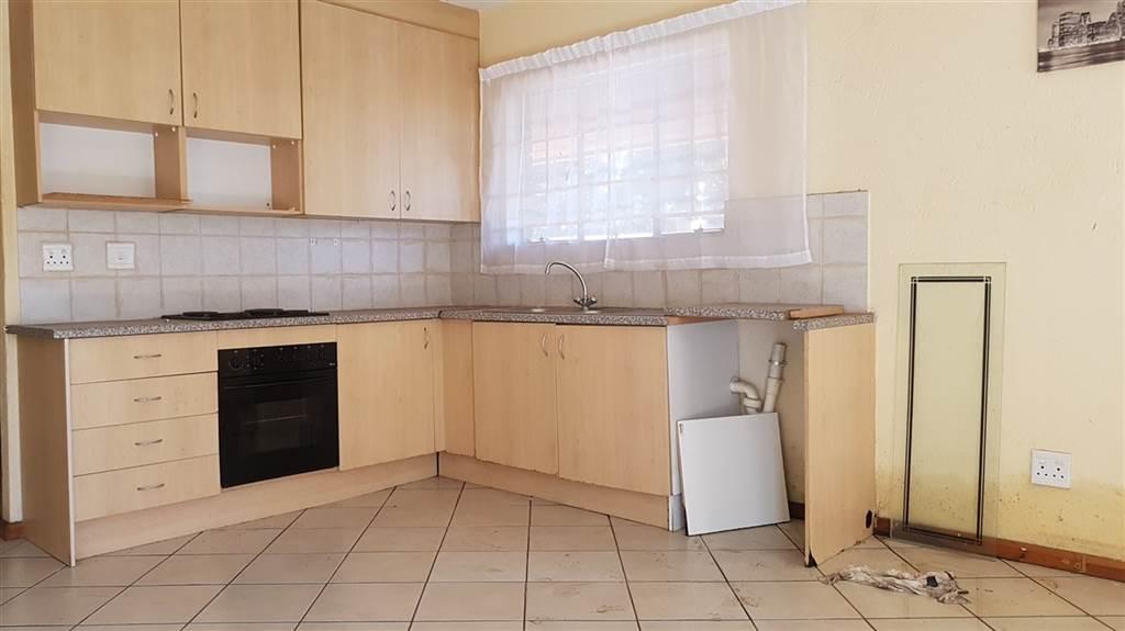 Orange Grove 1bedroom, bathroom, kitchen and lounge Rental R3500