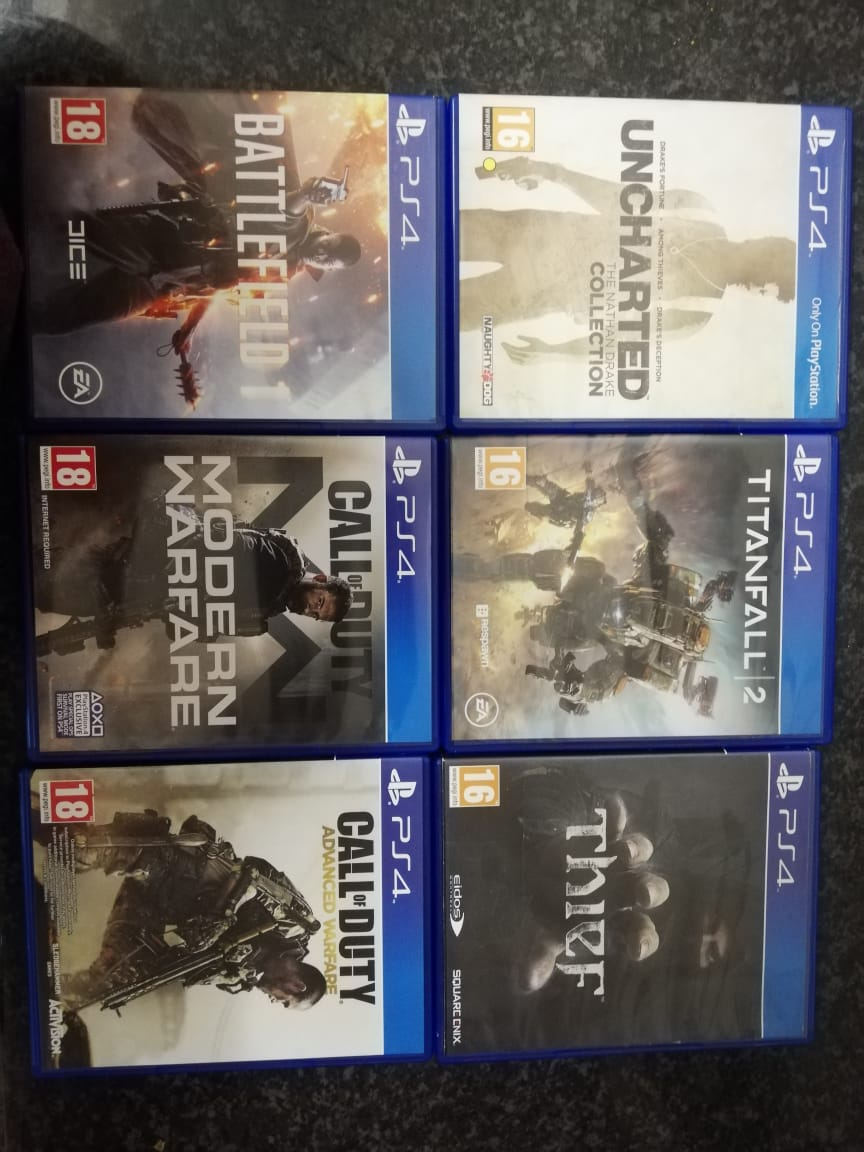 Playstation 4 Pro 1TB + 2 Controllers +13 Games