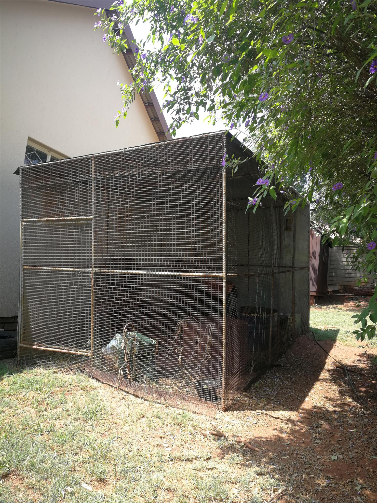 Bird cage/aviary for sale Neg  | Junk Mail