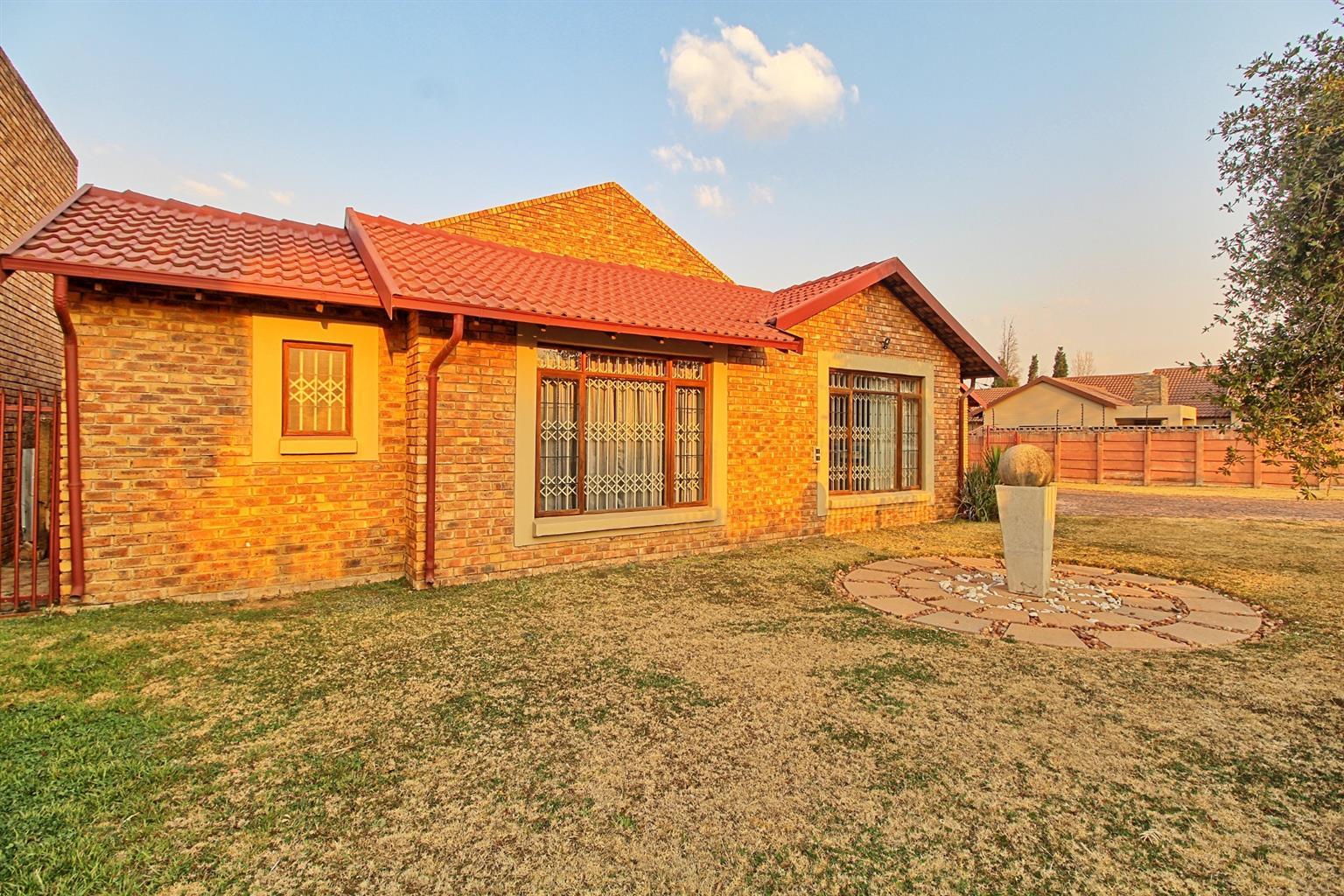House For Sale in Sunward Park