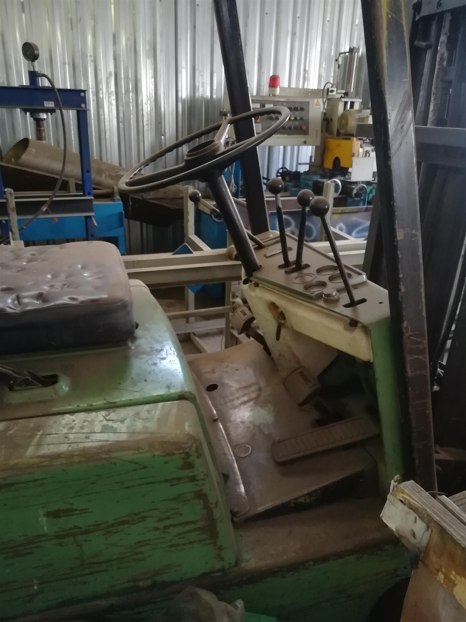 2.5 ton Clark forklift for sale
