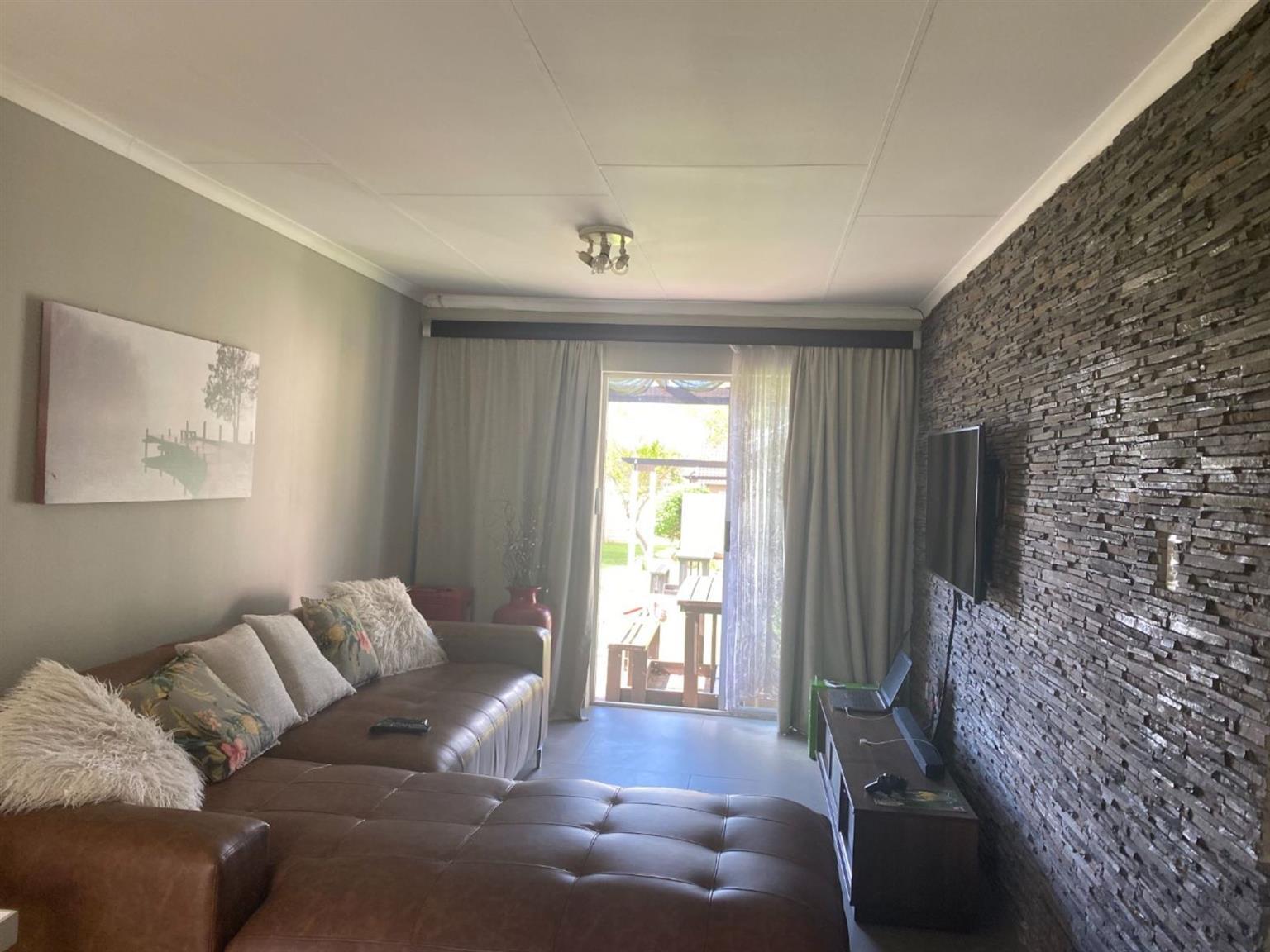 Townhouse For Sale in Aloe Ridge