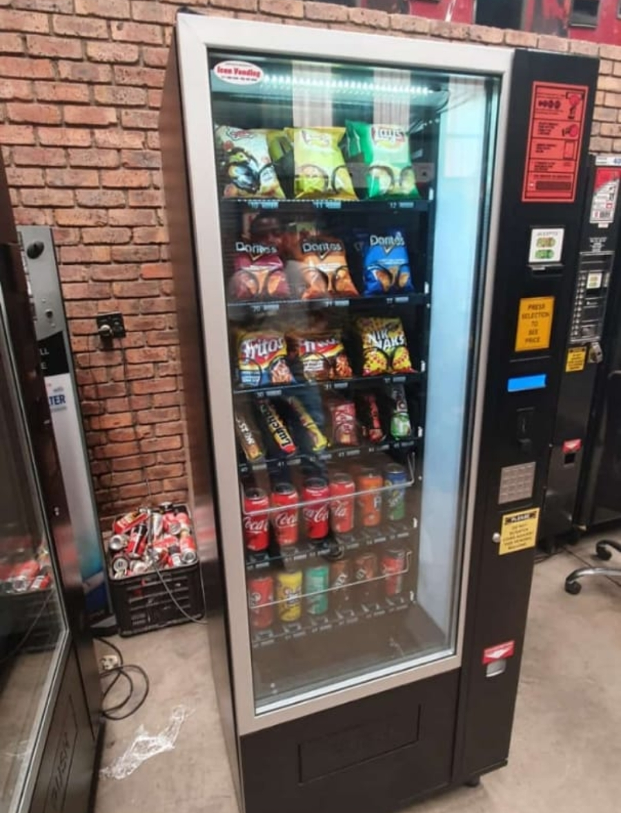 Vending machine for sale with site in Chloorkop