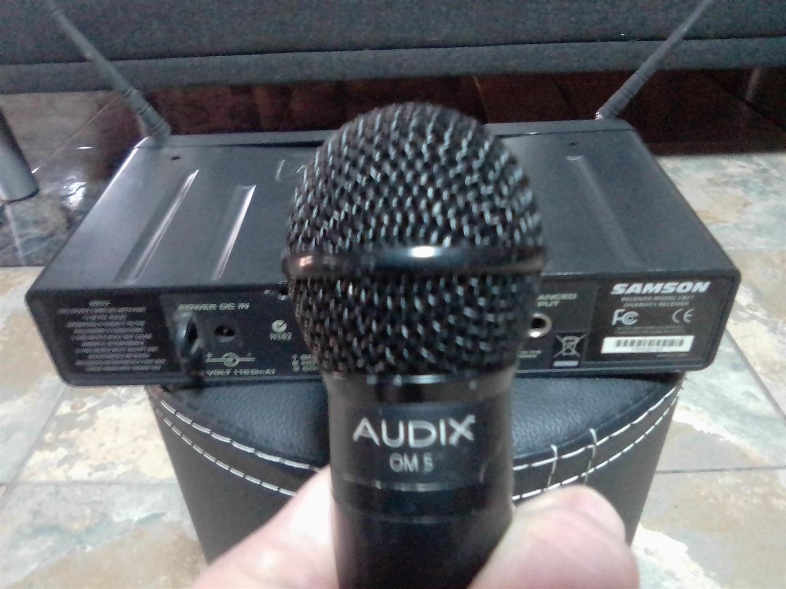 Audix OM5 cordless mic system