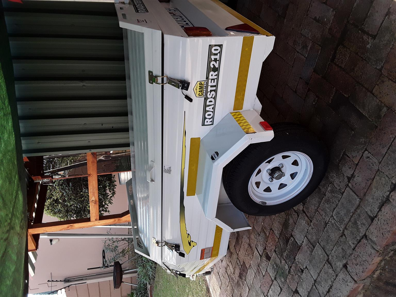 Challenger 5 foot trailer with nose cone and spare wheel