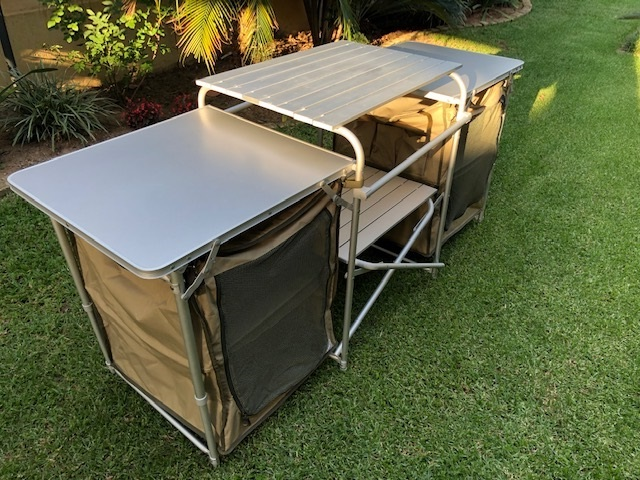 Folding table – Camp Master