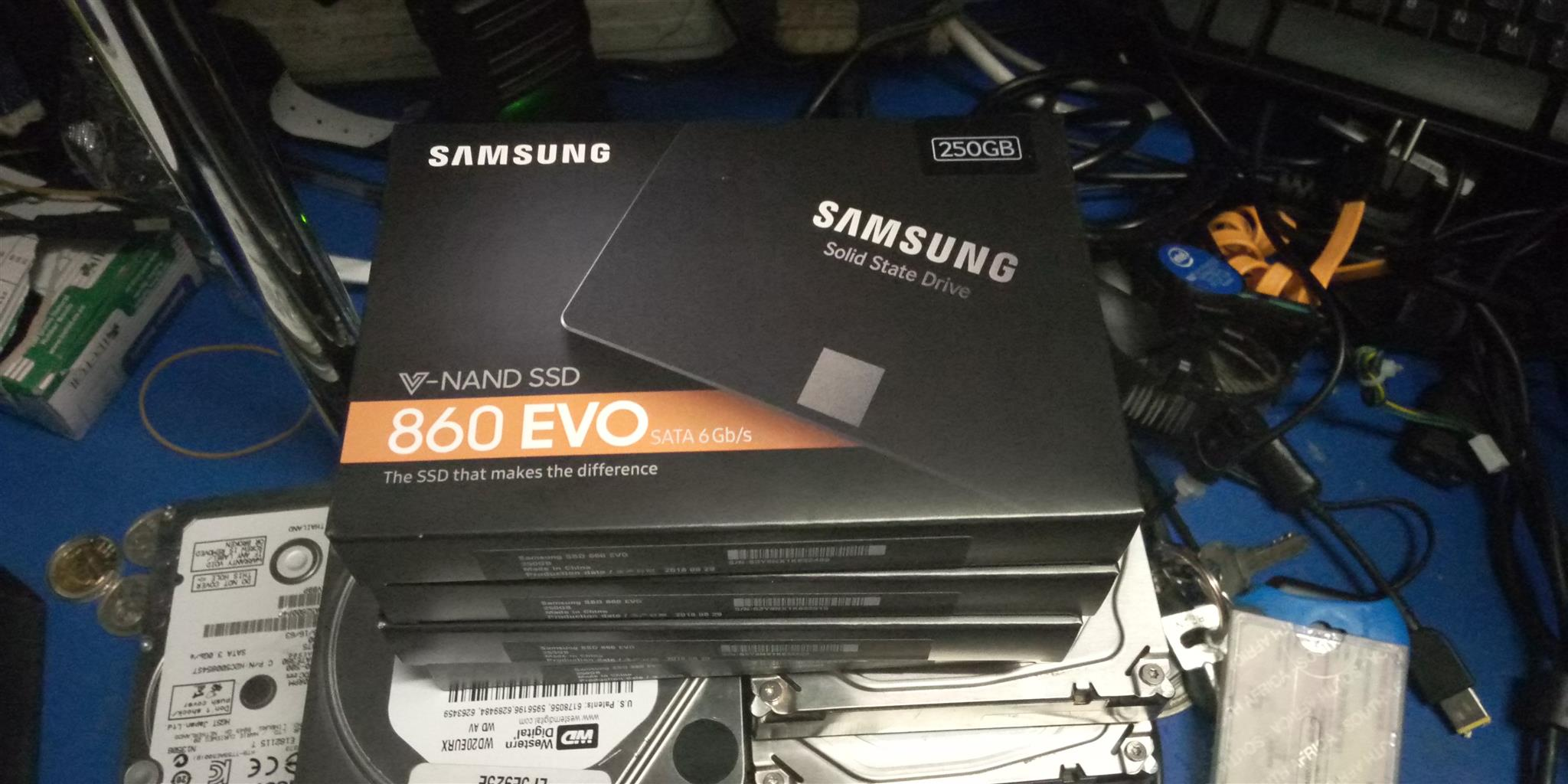 samsung solid state drive 860 evo 2.5 sata 250gb Brand New on special