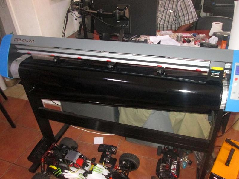 V3-447 V-Smart Contour Cutting Vinyl Cutter 440mm Working Area, plus VinylCut Software