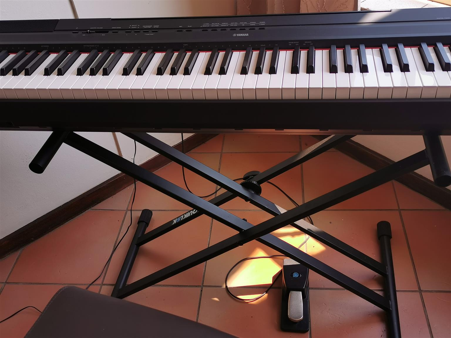 Digital Yamaha P-115 Piano with stand and pedal