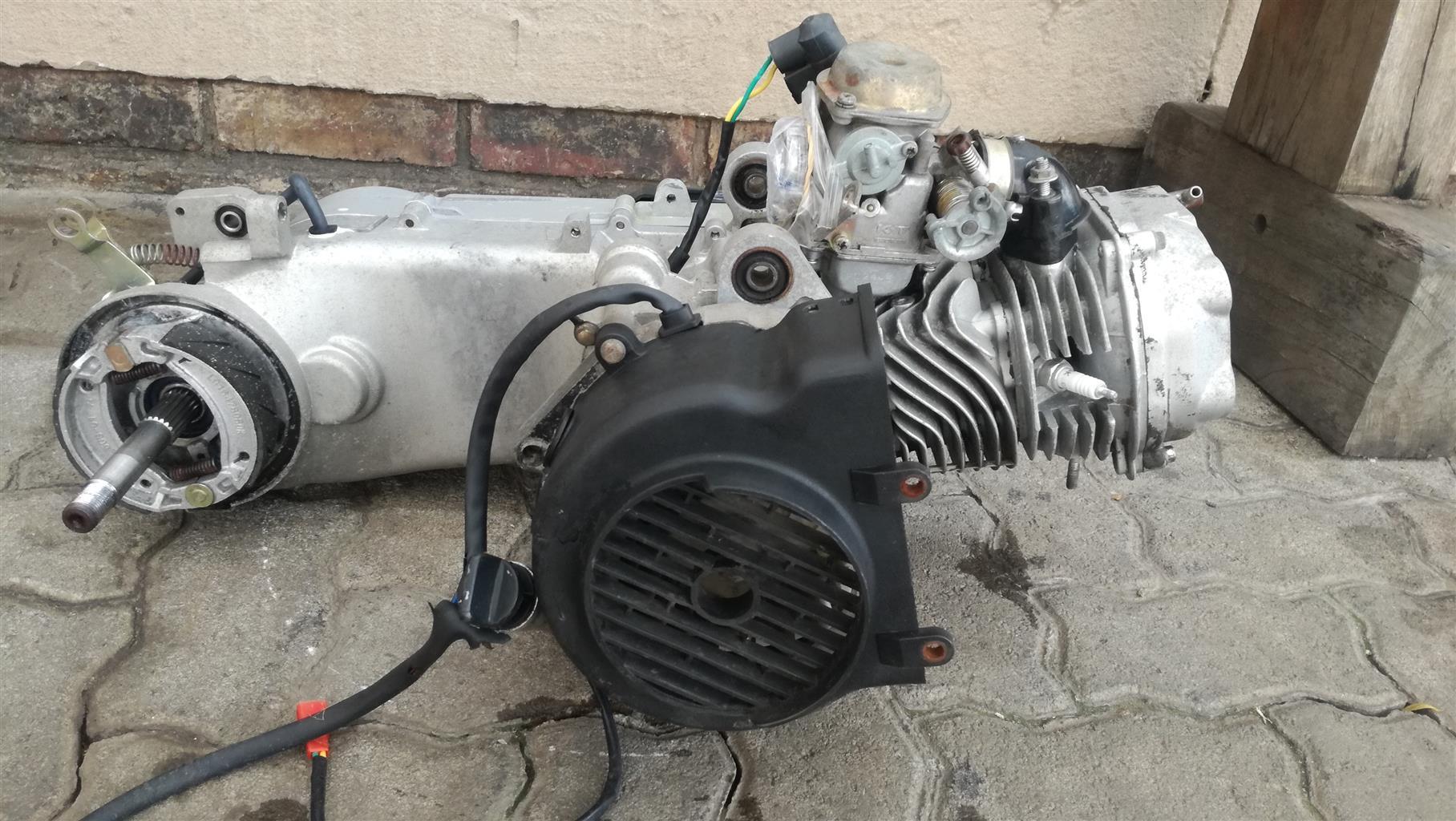 Vuka 125cc motor and clutch