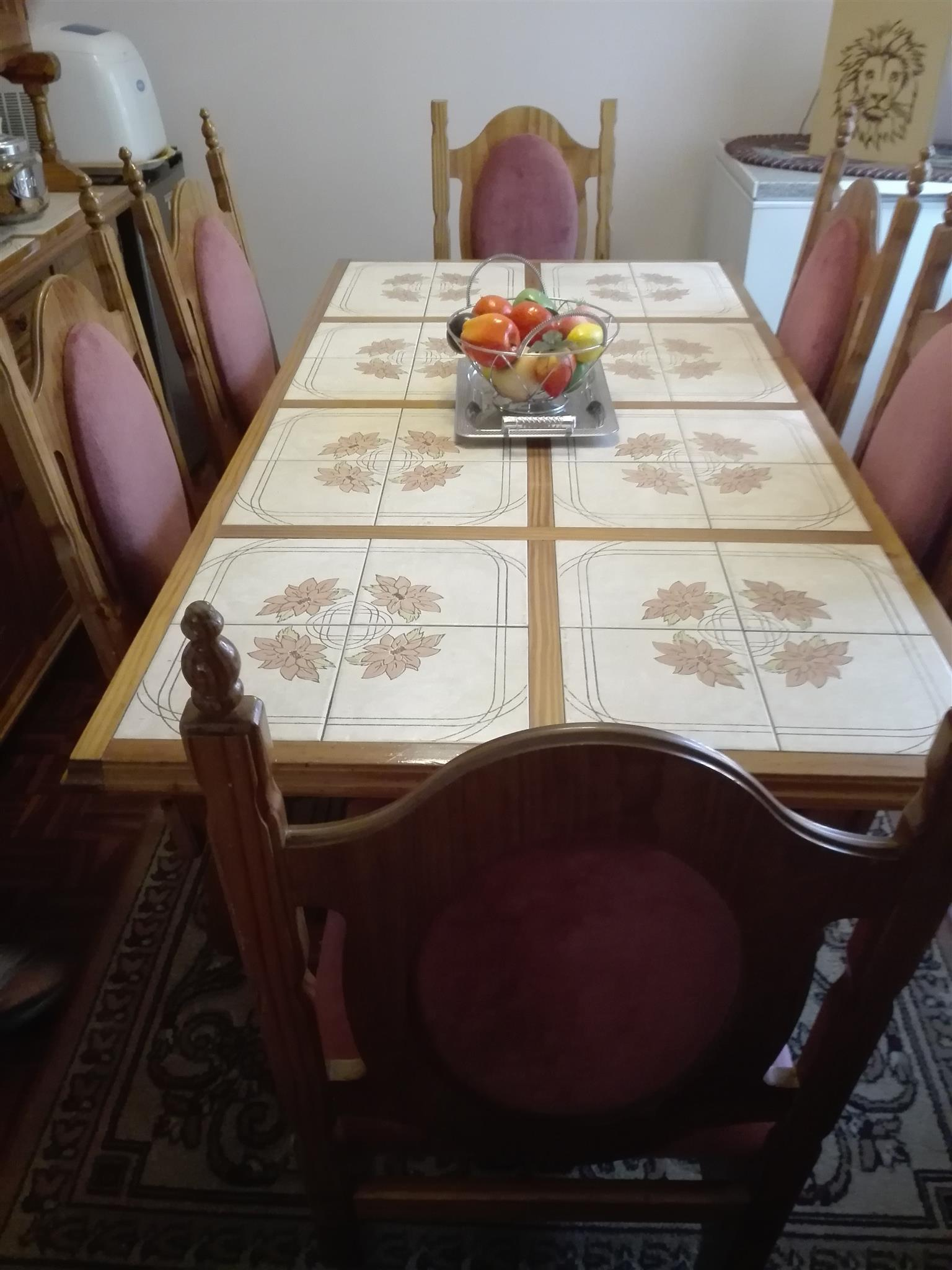 SIX SEATER DINING ROOM WITH SIDEBOARD