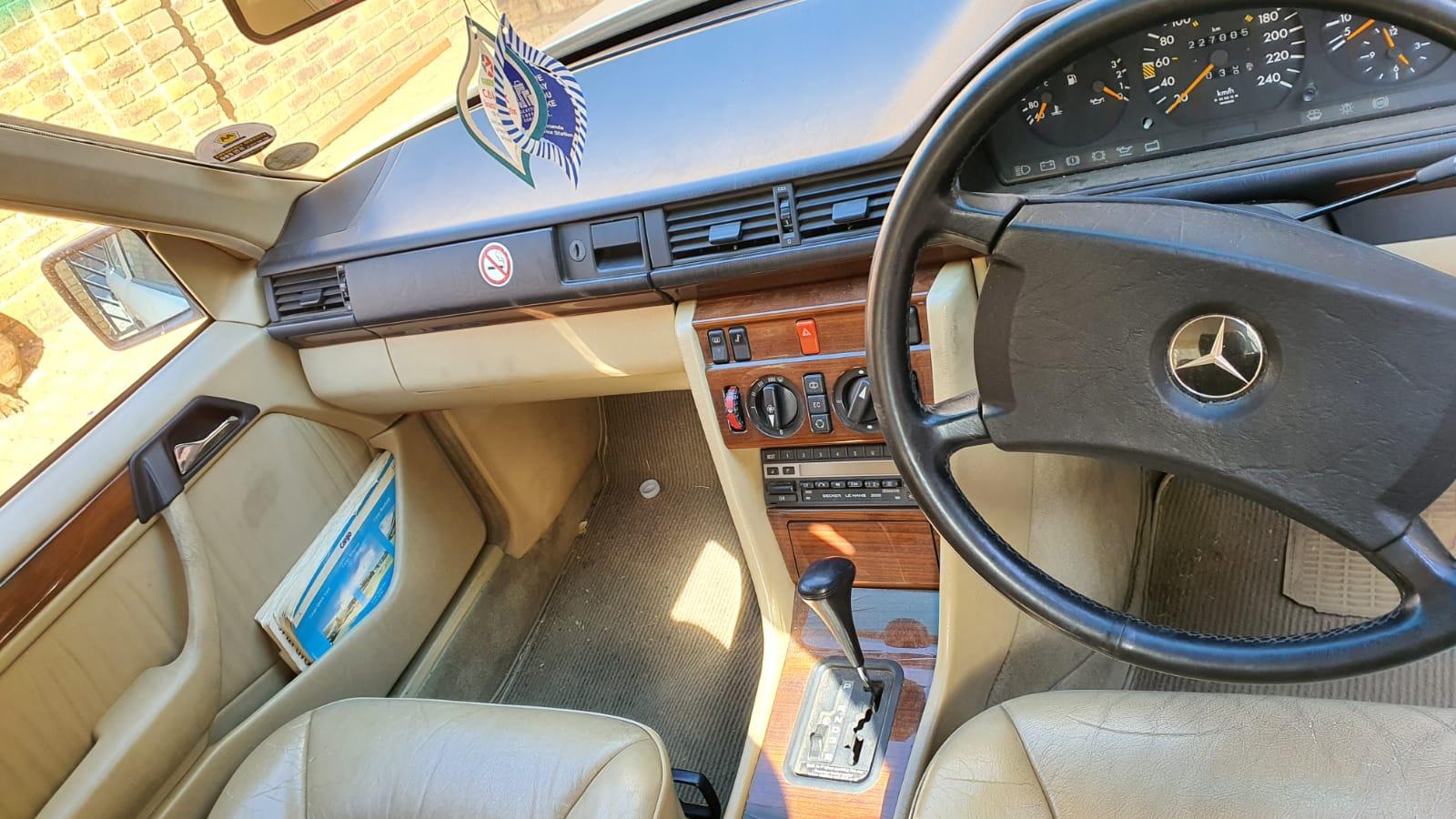 Mercedes Benz 300E 1991 model