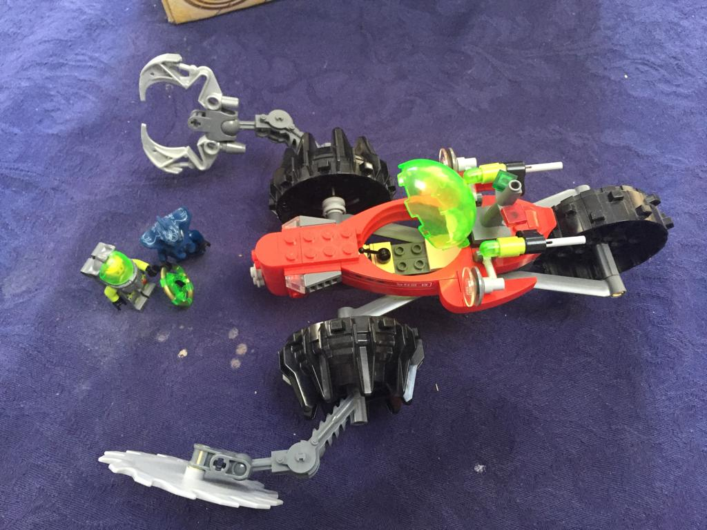 Collectible LEGO Atlantis Seabed Scavenger (8059) - please note 5 pieces missing