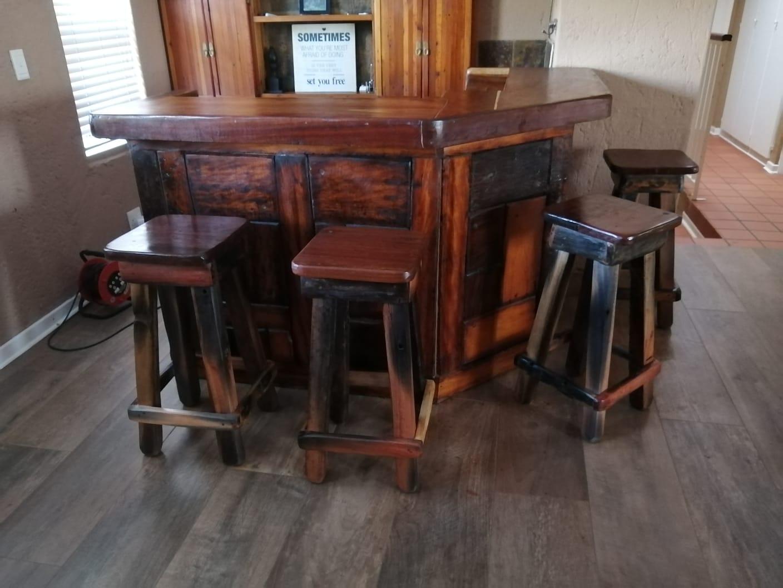 Bar met 5 stoele