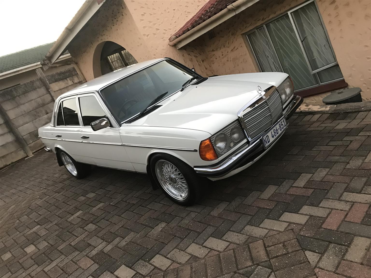 1985 Mercedes Benz 200E