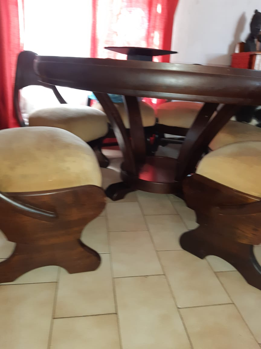 Solid Mahogany 6 Seater Round Dining table