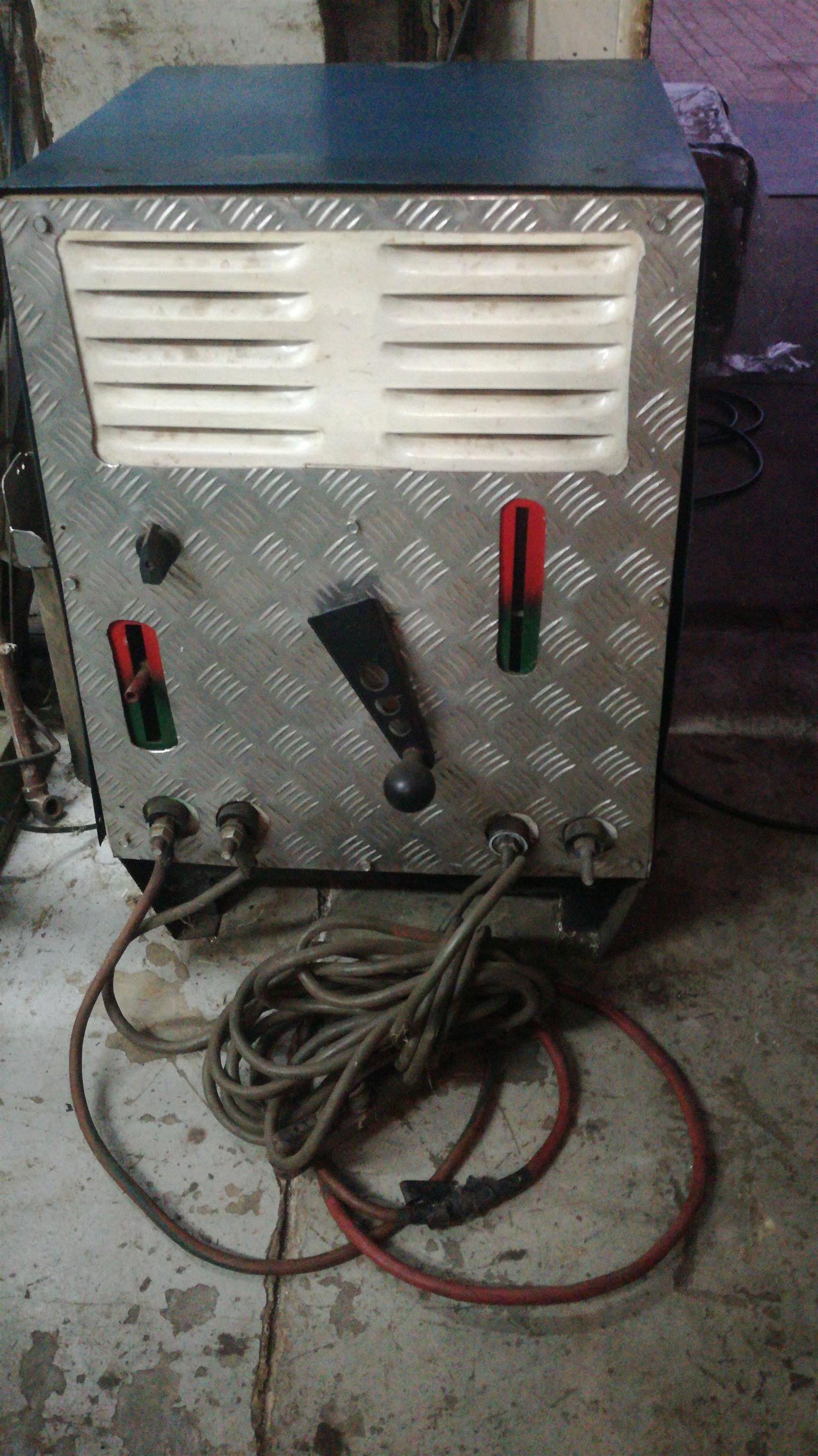 400 AMP ACDC WELDER