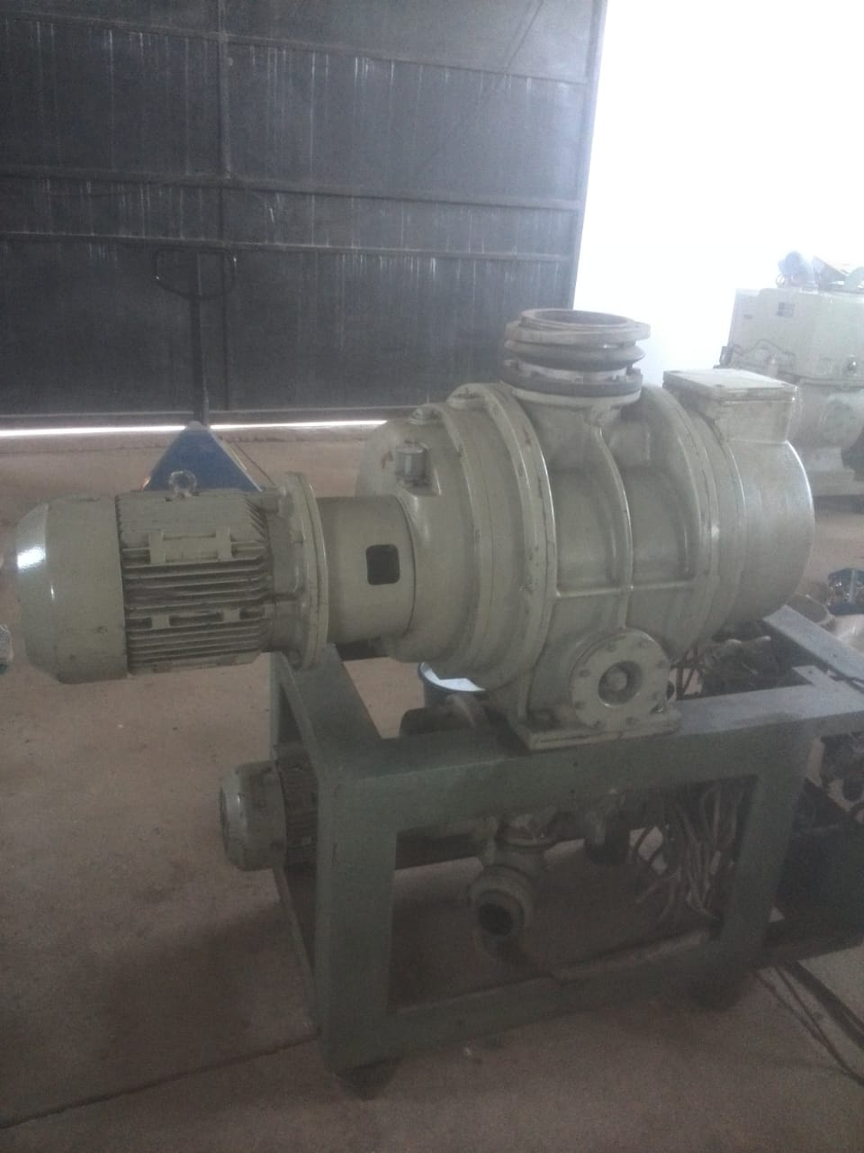 Vacuum pump.  Roots station for sale.
