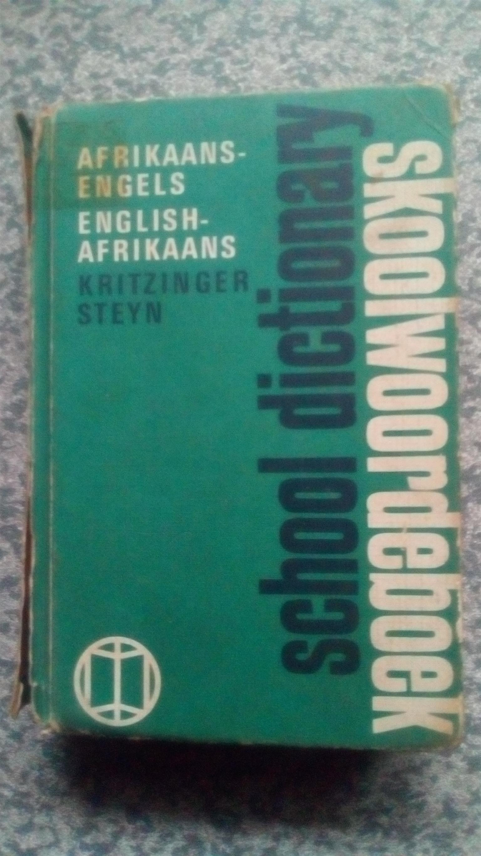 Skoolwoordeboek: Afrikaans-Engels ; English-Afrikaans. 28th ed. ( ; School dictionary) x 2