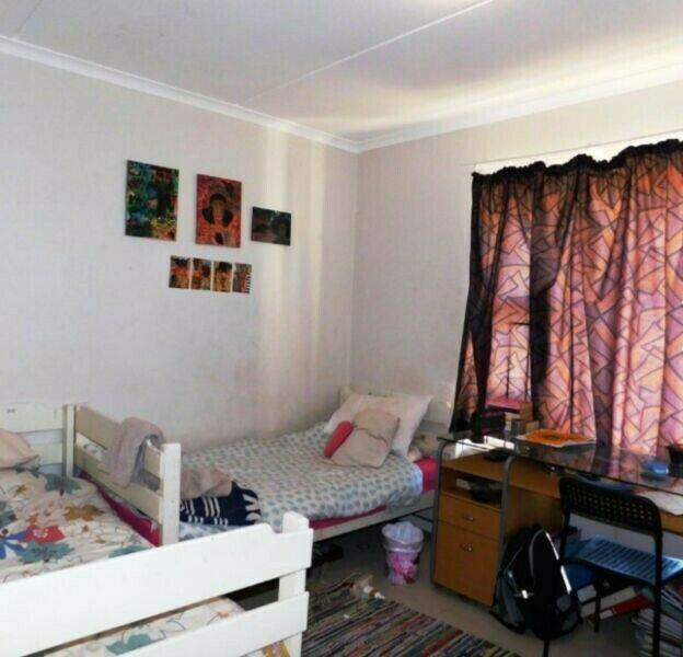 BURGUNDY ESTATE: L-Amandine. Secure 2 Bedroom Ground Floor Apartment, Garage,lots secure parking