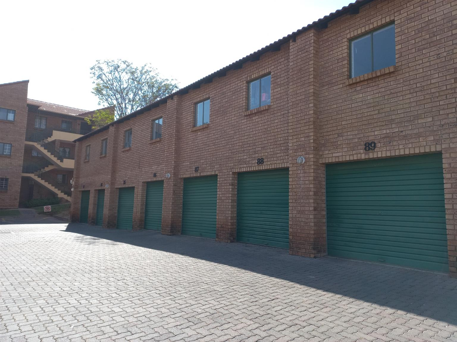 Townhouse For Sale in Die Hoewes