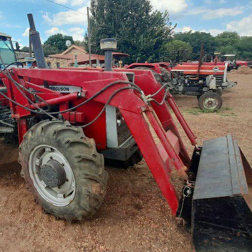 Massey Ferguson 275 4x4 with rovic loader