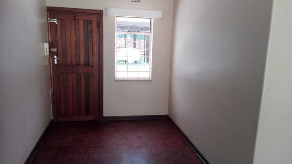 Witpoortjie large 2bedroomed flat to rent for R3500