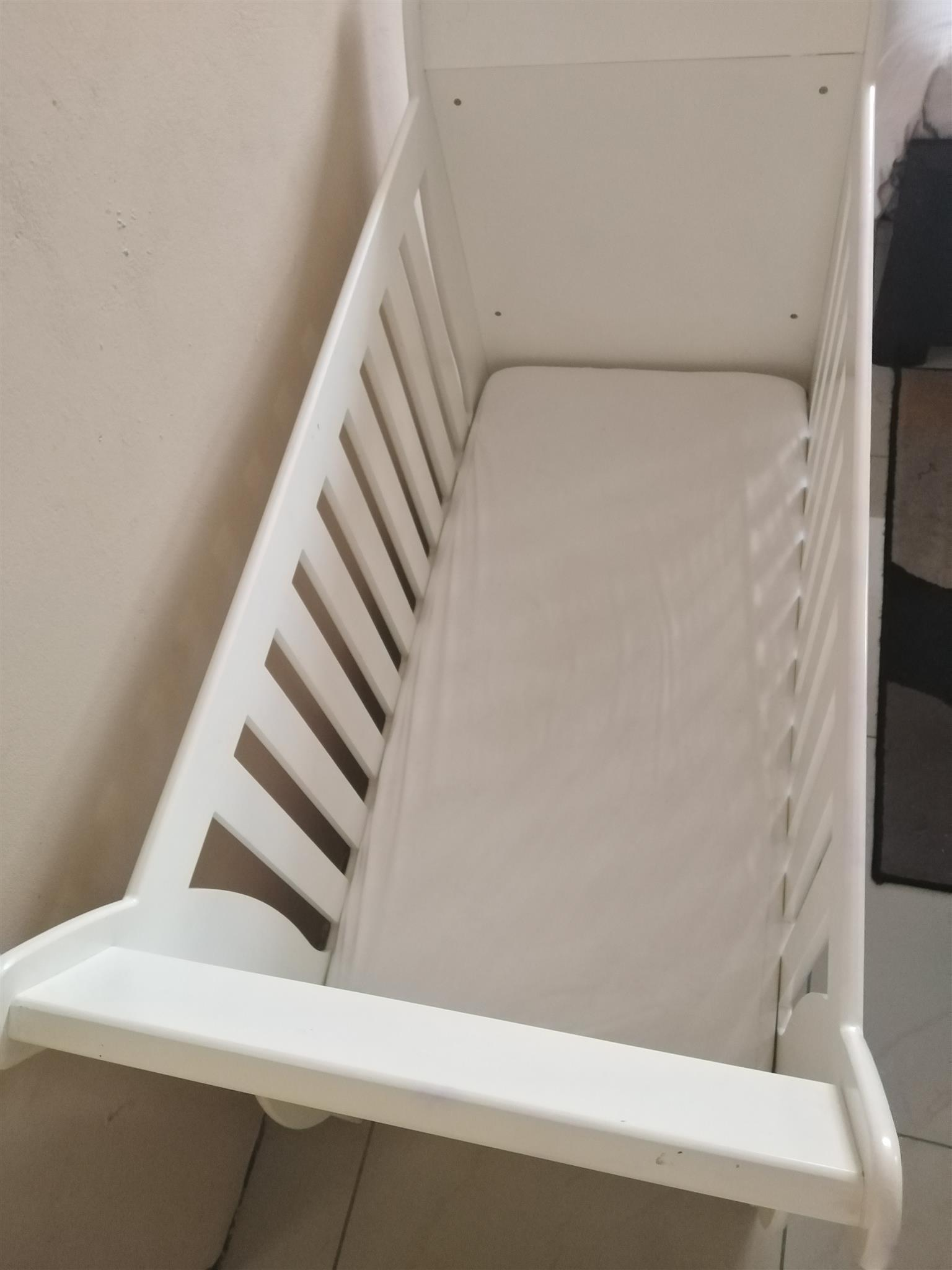 White sleigh cot. In good condition.