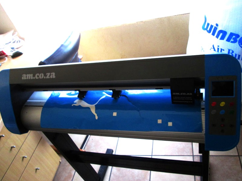 V3-743B V-Smart Contour Cutting Vinyl Cutter 740mm Working Area, Stand & Collection Basket