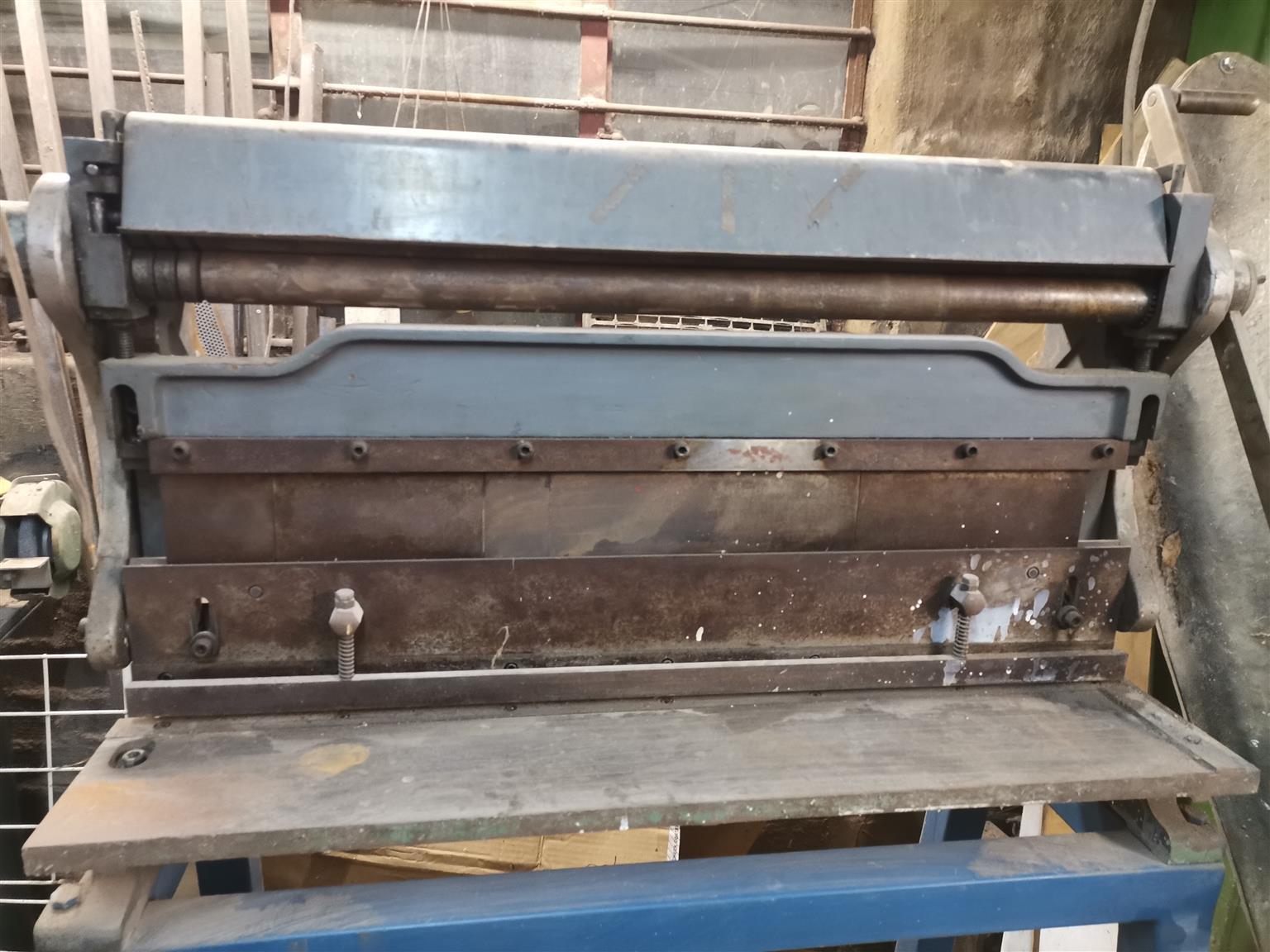 Bending gelatin and rolling machine