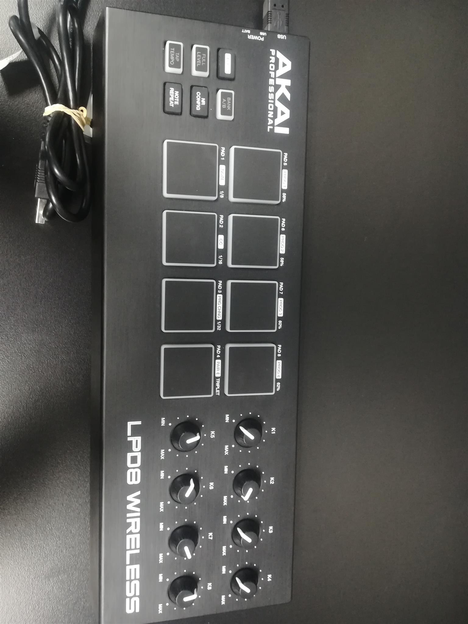 Akai Lpd8 wireless amplifier DJ equipment