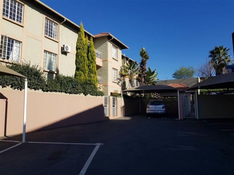 Fourways  - Spacious 2 bedrooms 2 bathrooms 2nd floor apartment apartment available R7500