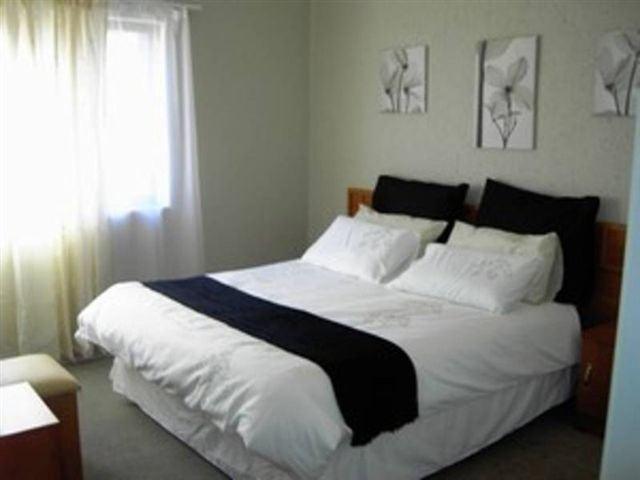 Triomf /Sophiatown 1 bedroom garden flat