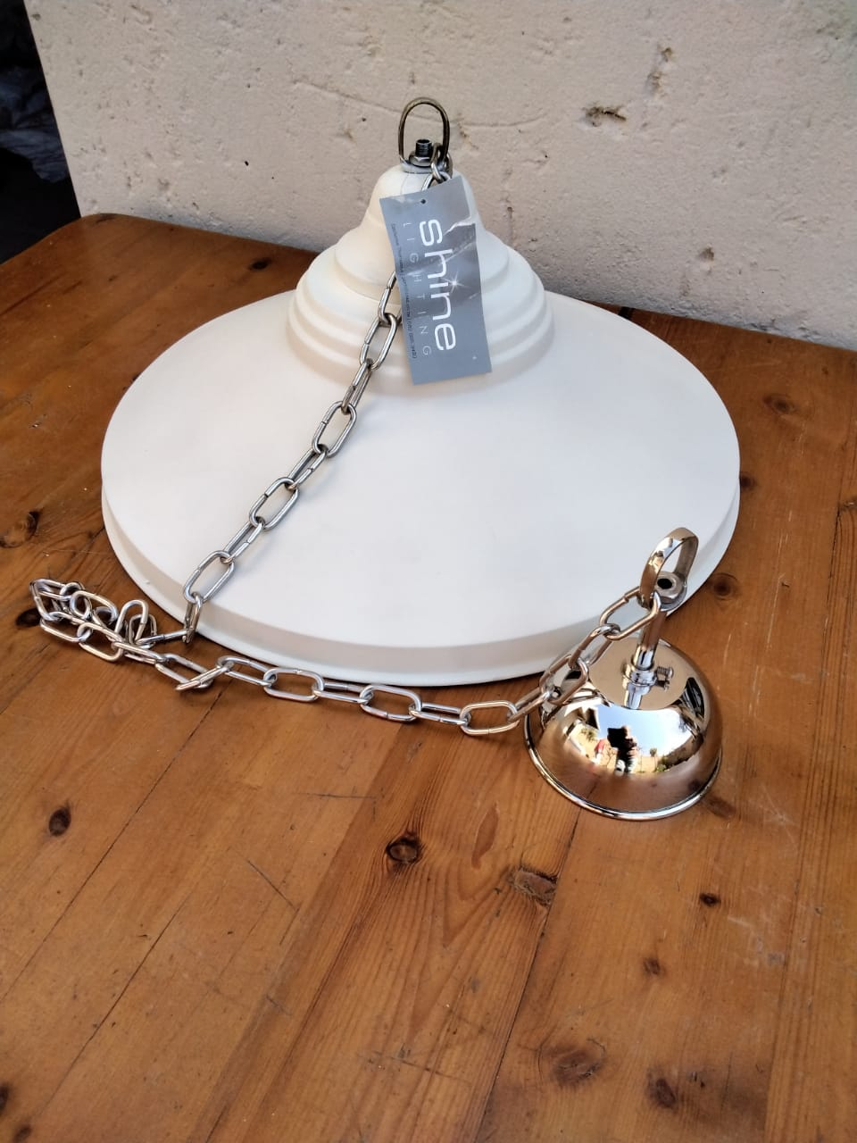 Brand new stunning pendant light, white.