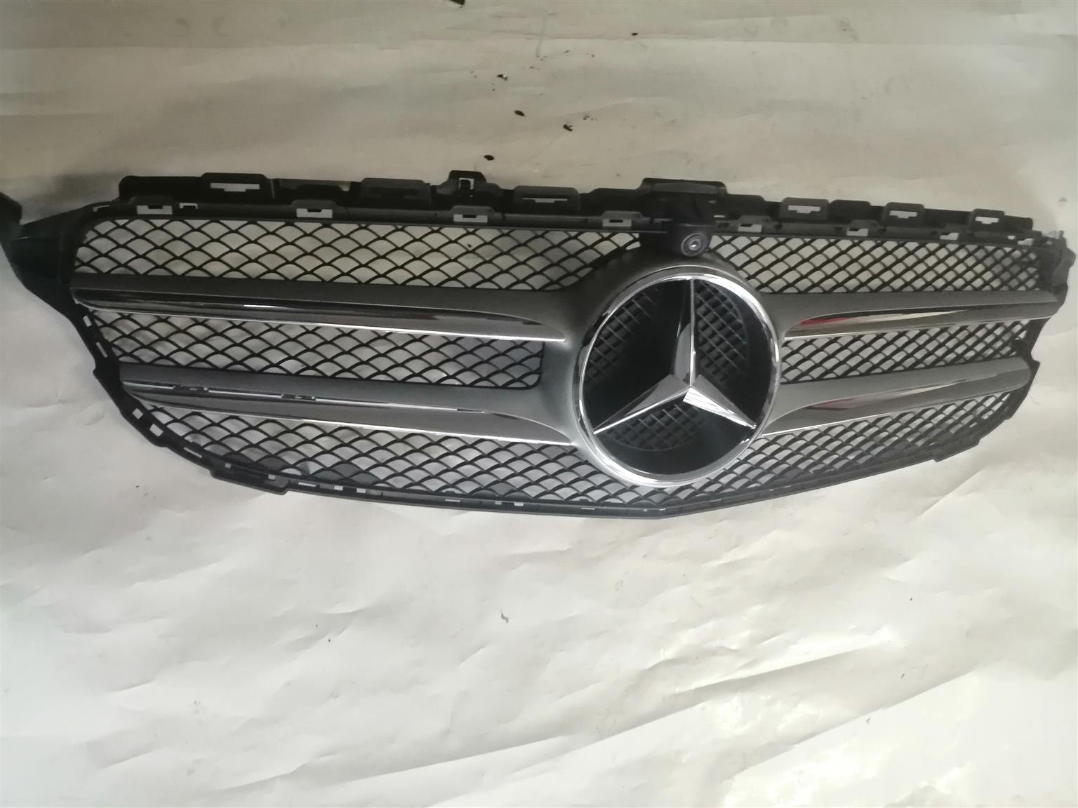 W205 GRILLE WITH CAMERA HOLE