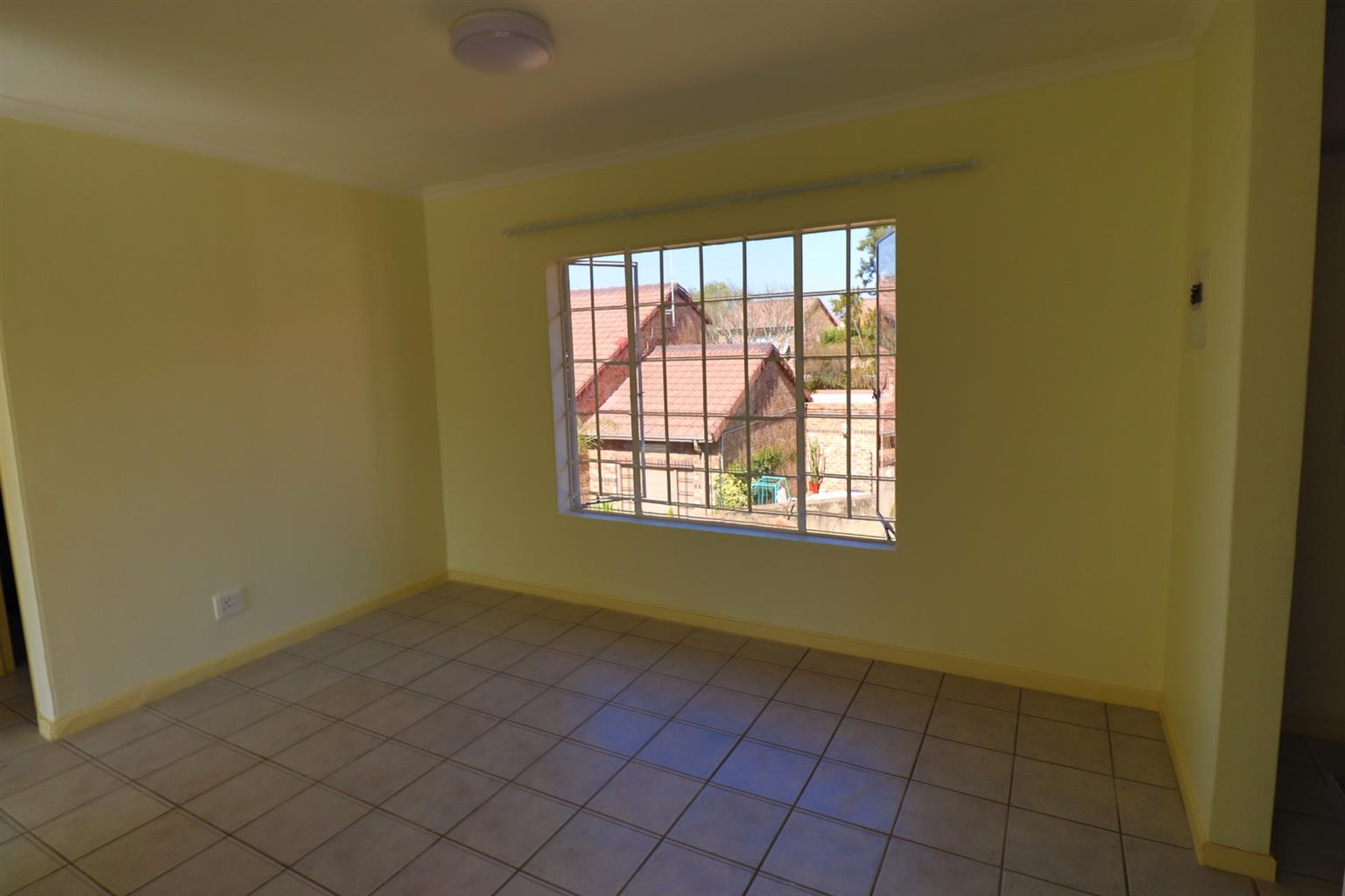 Apartment For Sale in Highveld