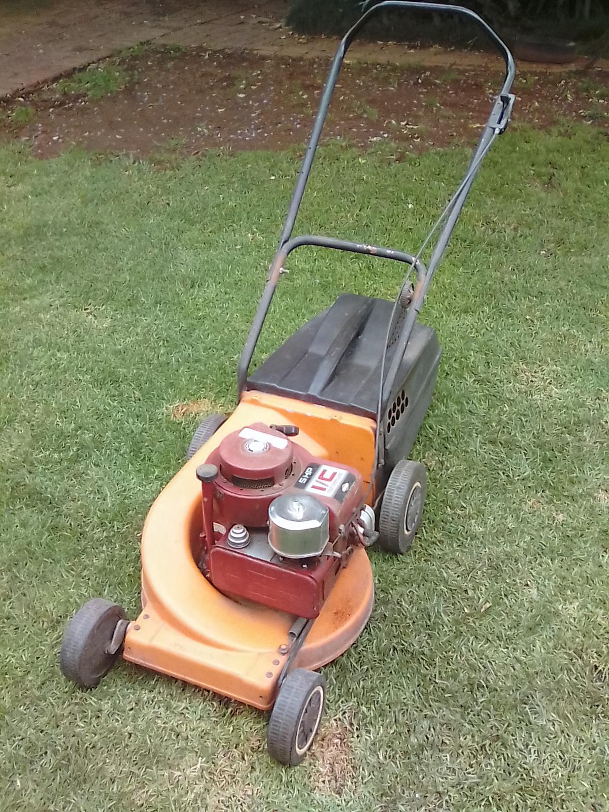Rolux Magnum petrol 5 hp mower