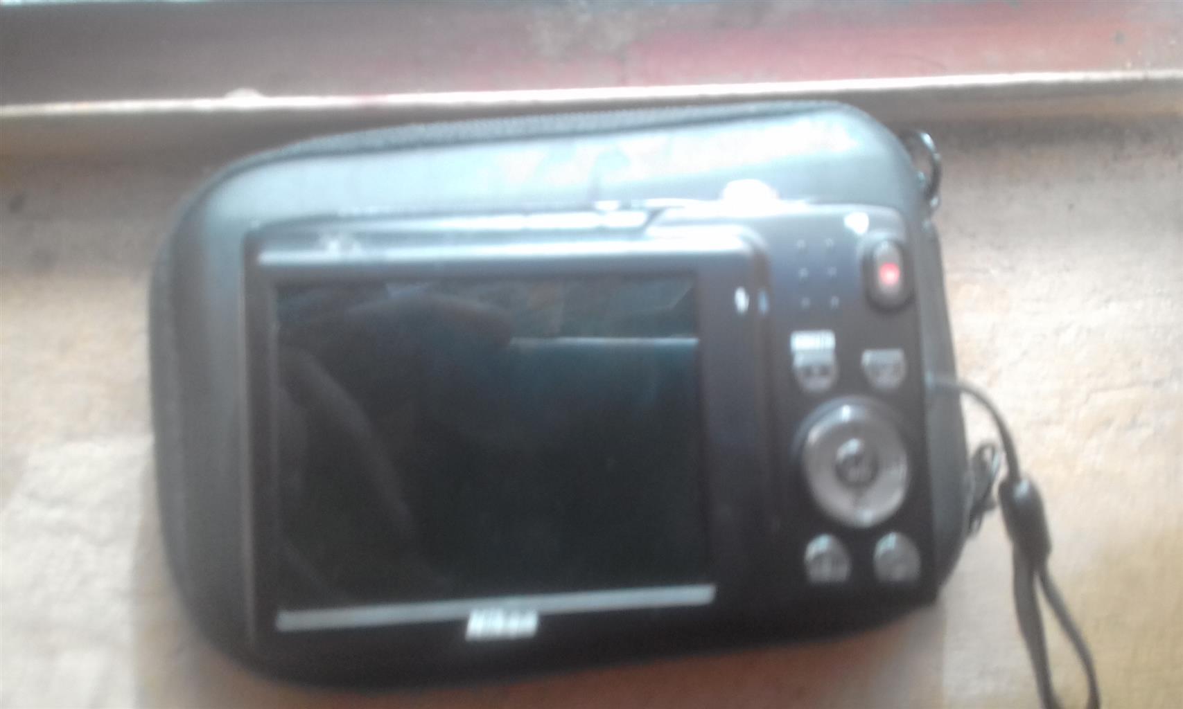 camera/Video camera (Red/Maroon)
