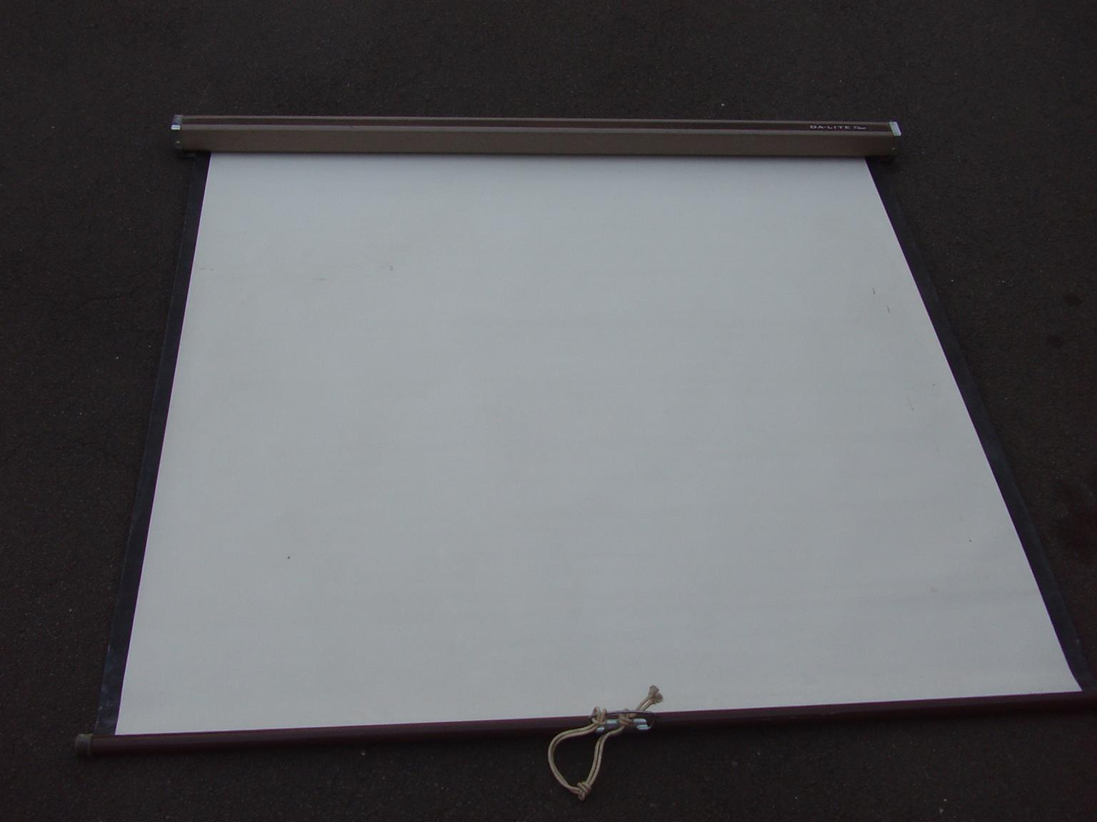 Projection Screen - Pull down screen