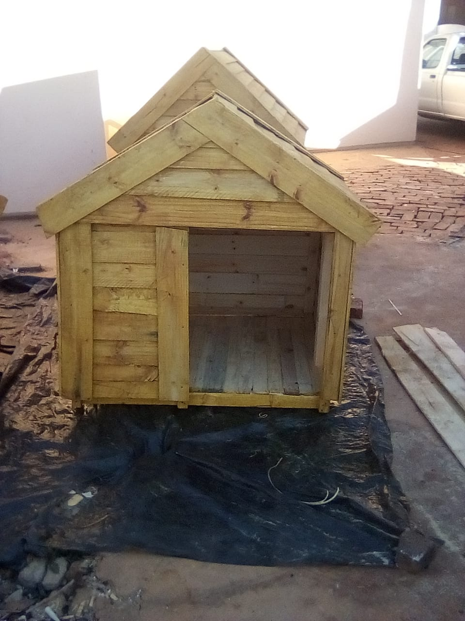 DOG KENNELS FOR SALE