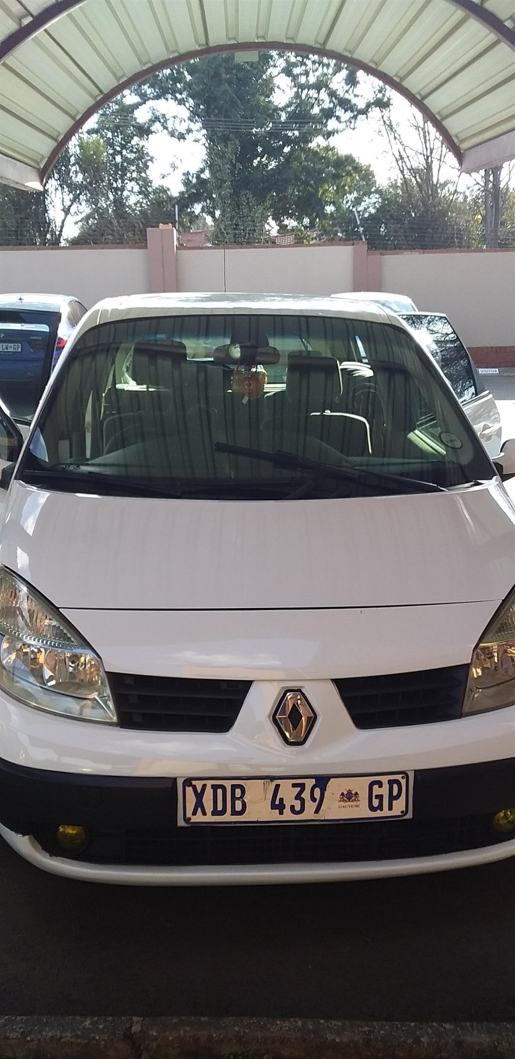 Renault scenic 1.6 16 model 2005, with big space for family in good condition.