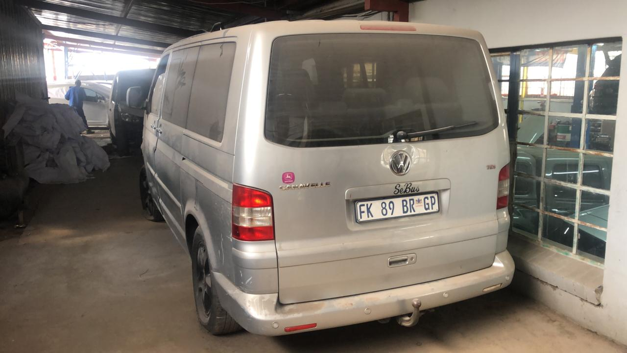 VW CARAVELLE 2010 TDI STRIPPING FOR SPARES@ JJS