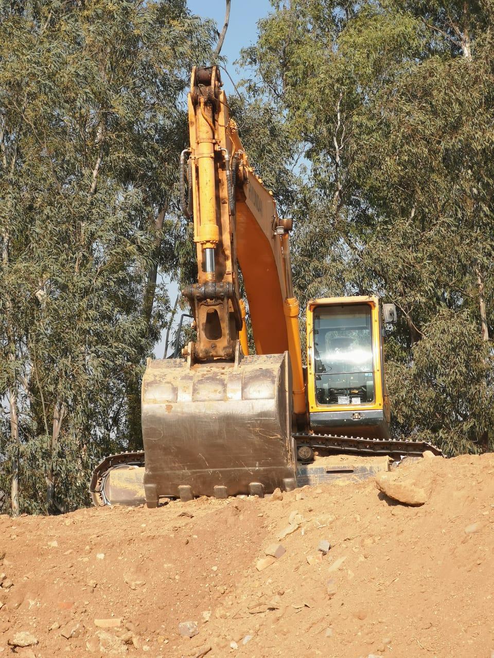 LC 310 Hyundai Excavator 3500 hours