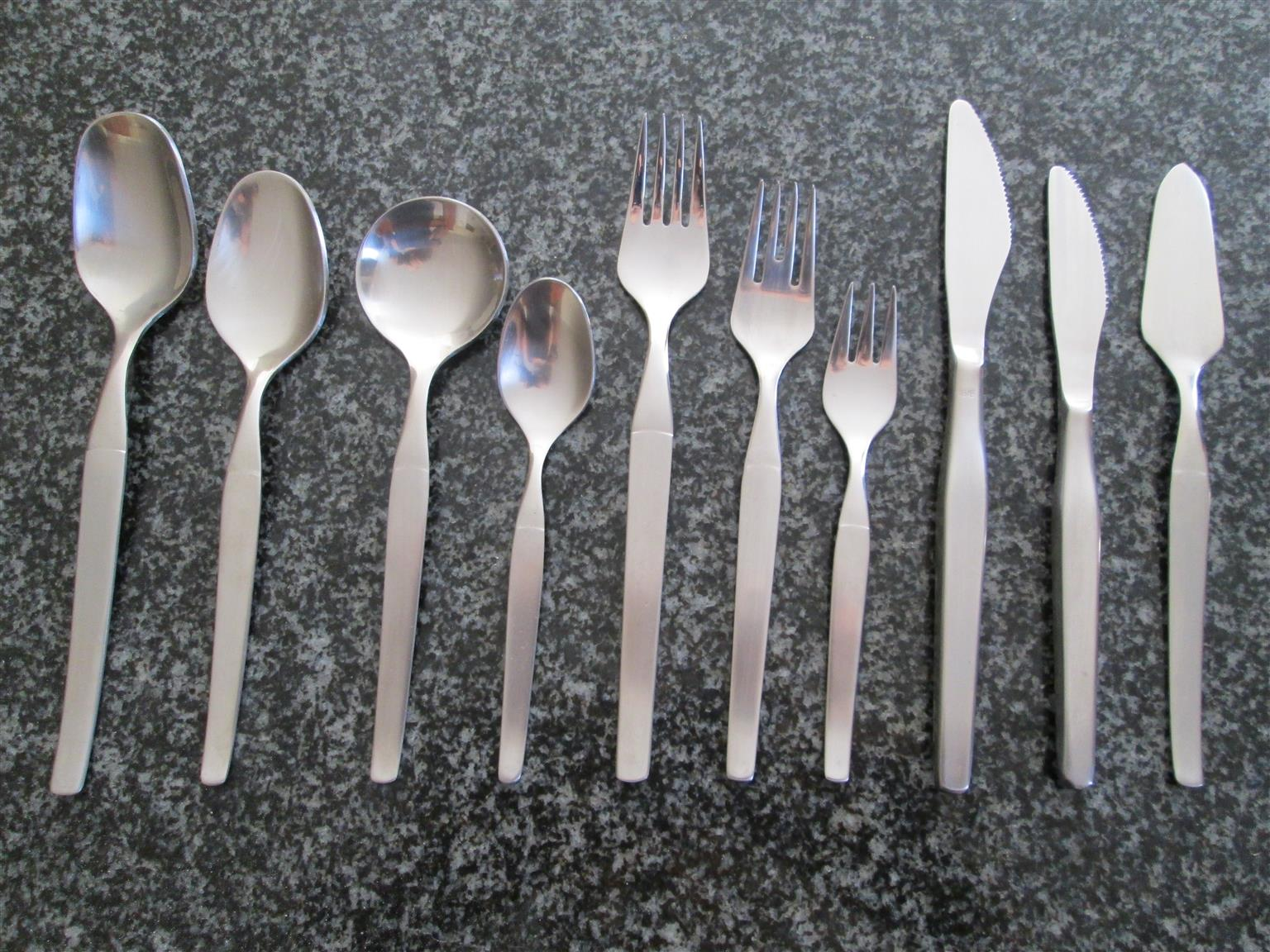 New 132 Piece Stainless steel 18 / 8  Cutlery Set