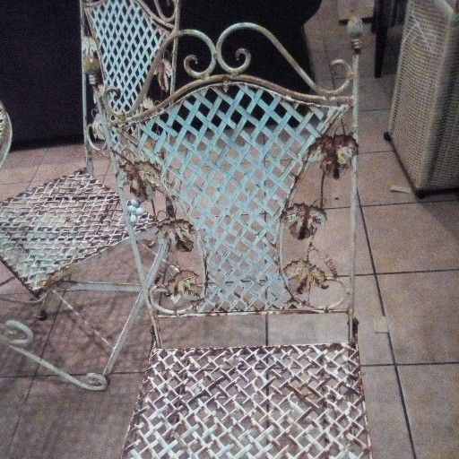 4 seater metal garden set for sale R1000