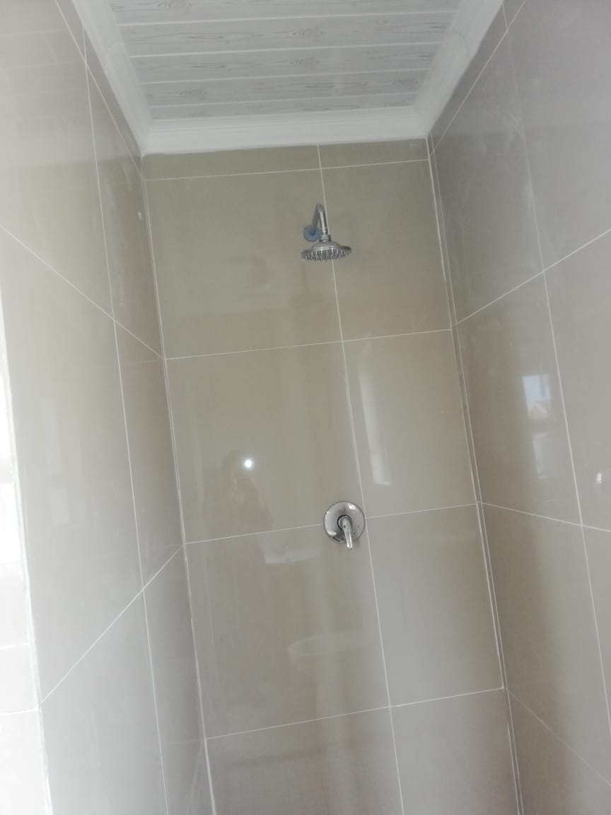 Bachelor flat to rent in Kwezi Park