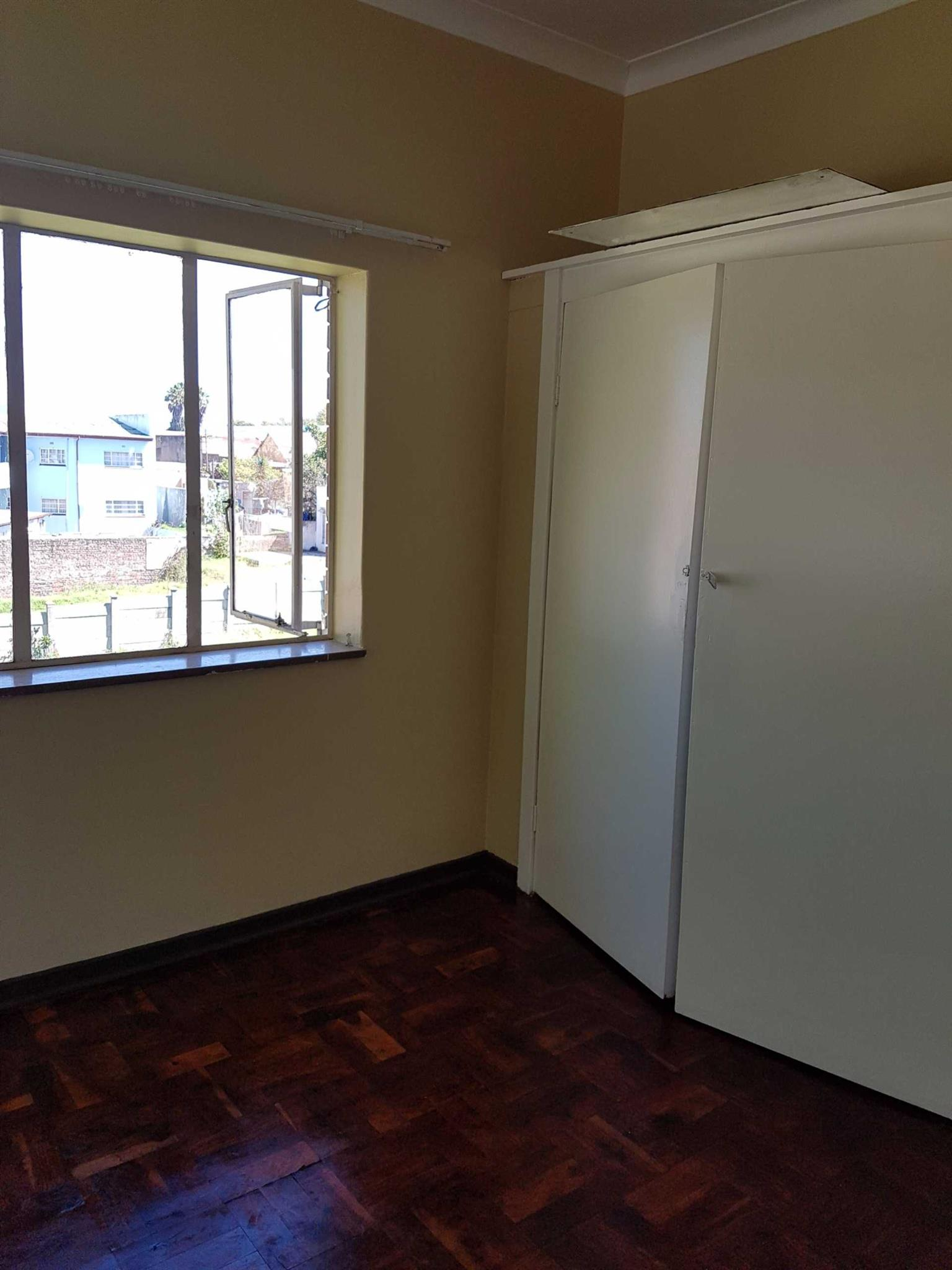 Newclare 1bedroomed flat to rent for R2700