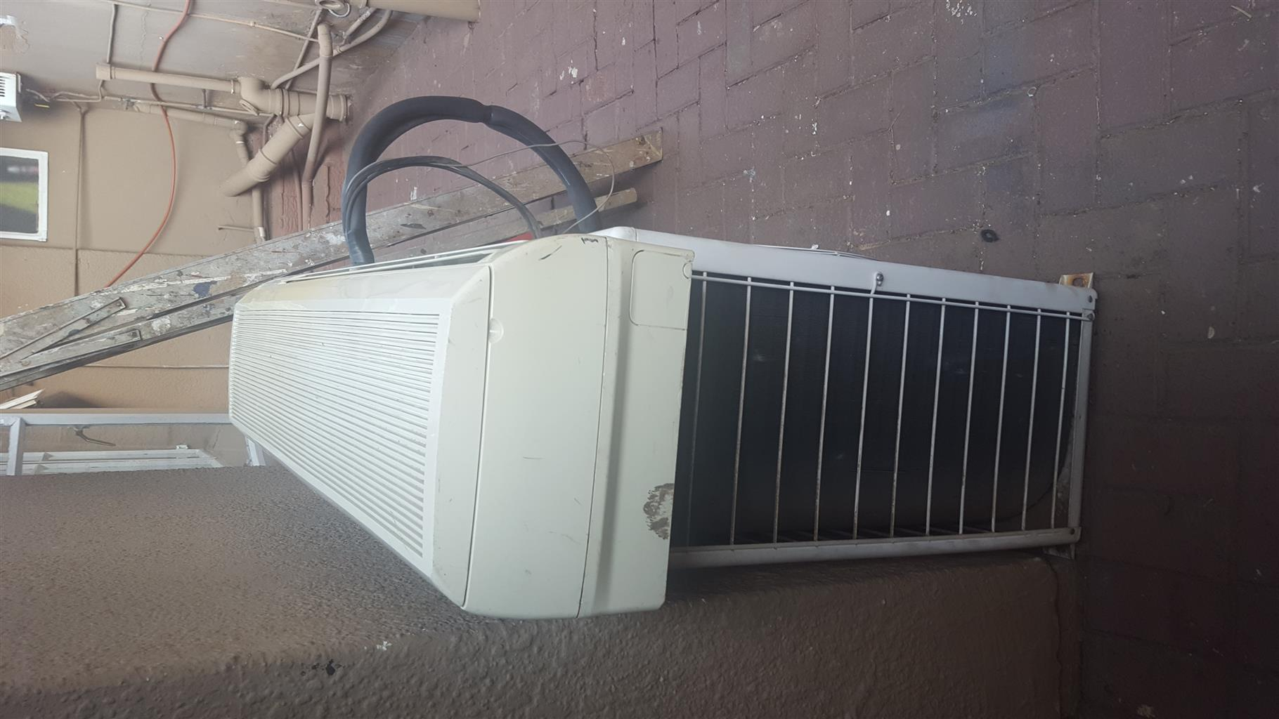 Air Condition unit 30000 BTU + 2x Air curtains