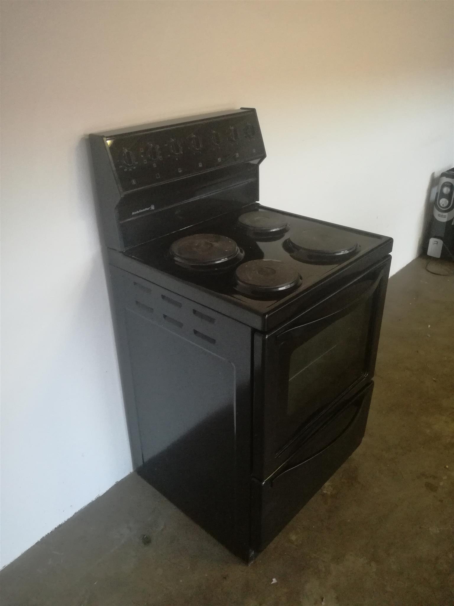 Kelvenator 4plate electronic stove for sale